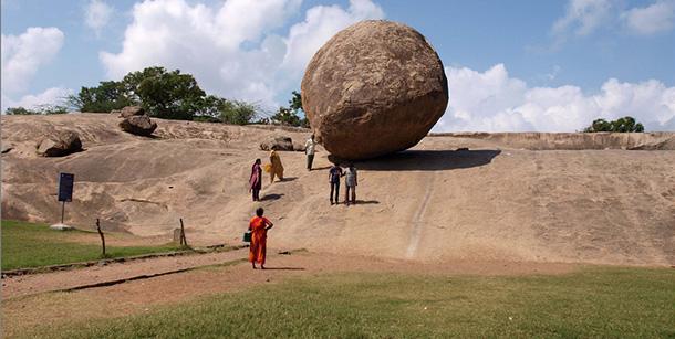 Krishna's-Butterball-pietra-gigante