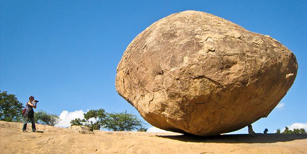Krishna's Butterball, una palla gigante di pietra!